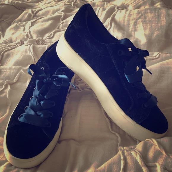 4019a8a7acf Steve Madden Bertie Velvet Platform Sneaker. M 5baba93334a4effad6eaab92